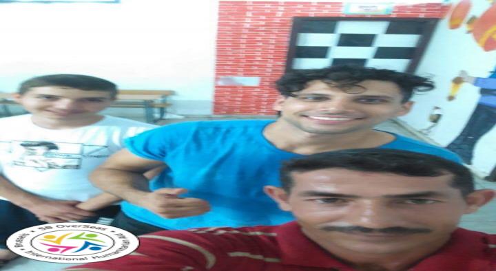 Les bénévoles apportent le fitness aux hommes à Saida